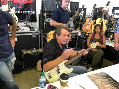 ted nugent plays bass line for stranglehold